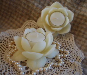 white-lotus-holder